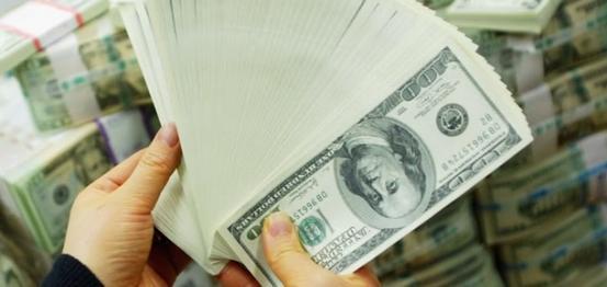 بوروشينكو: الولايات المتحدة تعهدت بضمانات مالية قيمتها مليار دولار لأوكرانيا