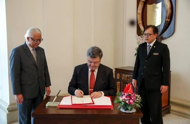 زيارة الرئيس الأوكراني بيتروبوروشينكو لسينغافورة