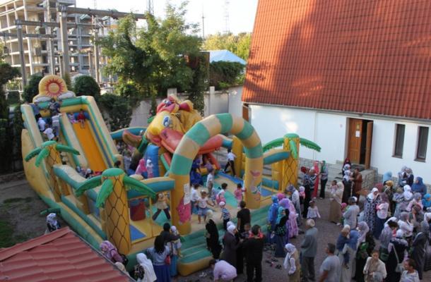 ألعب القفز التزحلق كانت بانتظار أطفال مدينة سيمفيروبل والقرم في أول أيام العيد