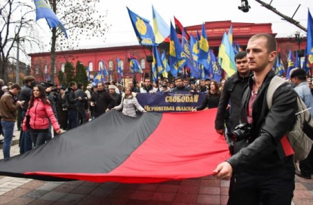 اشتباكات تتخلل مسيرة للقوميين الأوكرانيين وسط العاصمة كييف
