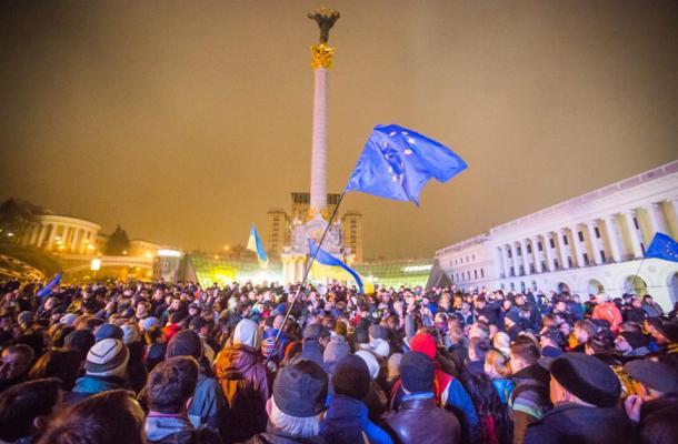 الغرب يدين فض ميدان الاستقلال، والمعارضة الأوكرانية تطالب بانتخابات رئاسية مبكرة
