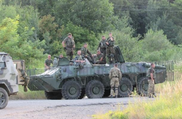 """أوكرانيا تعزز موكاتشيفو عسكريا بعد رفض عناصر """"القطاع اليميني"""" الاستسلام"""