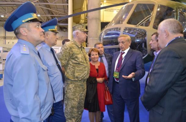 جانب من معرض الأسلحة والأمن 2015 بكييف