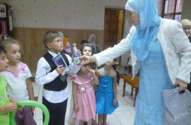 توزيع هدايا العيد على أطفال المسلمين في جمعية المسار الاجتماعية بمدينة أوديسا