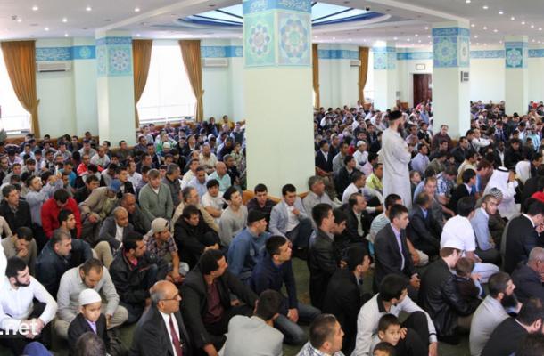 تكبيرات العيد قبيل صلاتها في مسجد النور التابع للمركز الثقافي الإسلامي بالعاصمة كييف