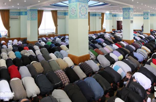 صلاة العيد في مسجد النور التابع للمركز الثقافي الإسلامي بالعاصمة كييف