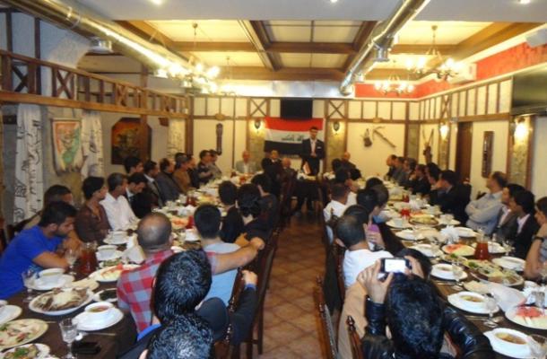 جانب من المأدبة التي جمعت نحو 150 من أبناء العراق في مدينة خاركيف