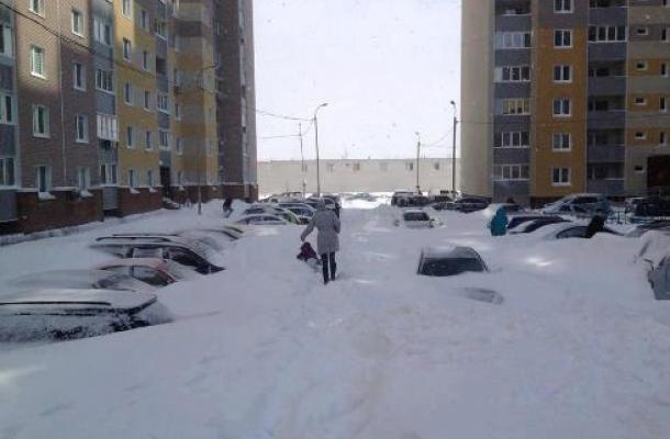 جانب من آثار العاصفة الثلجية