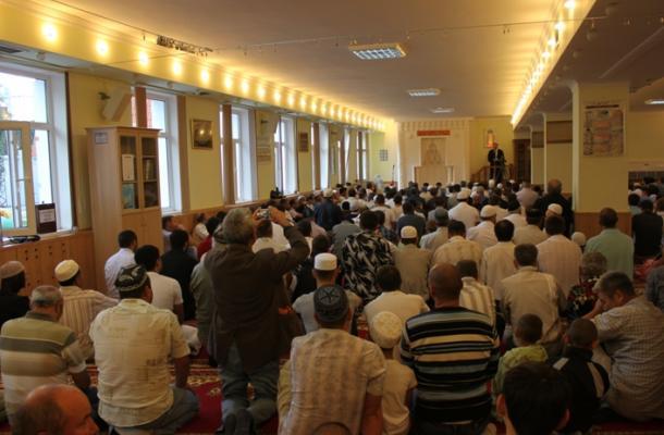 خطبة العيد في مسجد المركز الثقافي الإسلامي بمدينة سيمفيروبل