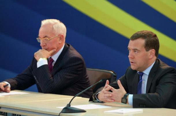 آزاروف يبحث في روسيا تداعيات شراكة أوكرانيا مع الاتحاد الأوروبي
