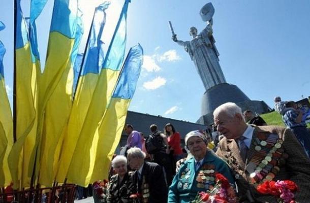 بعدا عن روسيا وتقاربا مع الغرب.. أوكرانيا تدير ظهرها لرموز السوفييت وأعيادهم