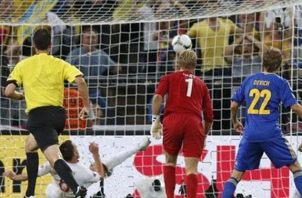 استبعاد الحكم الذي لم يحتسب هدفا صحيحا لأوكرانيا أمام إنجلترا