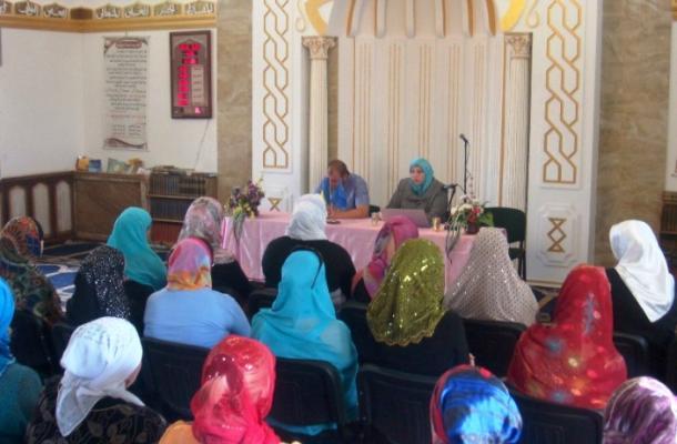 جانب من إحدى محاضرات الحملة في المسجد الجامع بمدينة لوهانسك