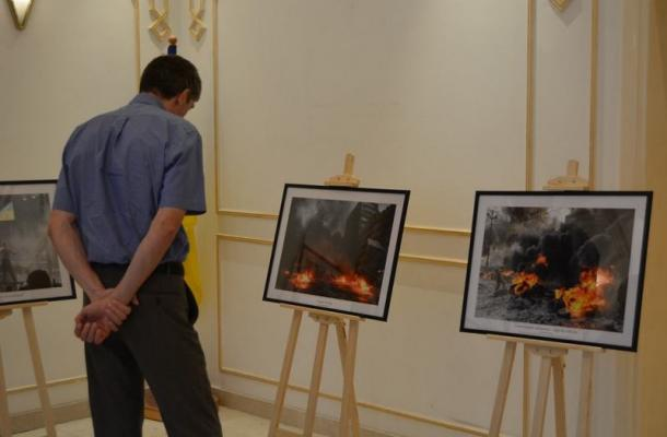 جانب من معرض بسفارة أوكرانيا بالإمارات