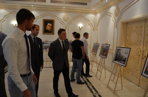 """""""ثورة الكرامة"""".. معرض للصور يمجد """"احتجاجات الميدان"""" في الإمارات (صور)"""