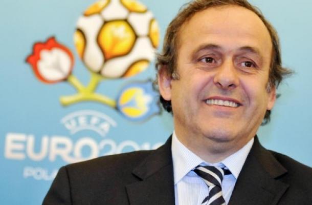 بلاتيني يقترح تسهيل حصول مشجعي فرق اليورو 2012 على تأشيرات الدخول