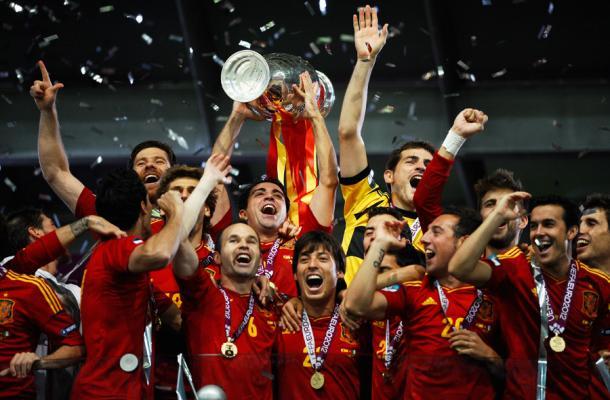 جانب من فرحة المنتخب الأسباني بالفوز بلقب وكأس بطولة اليورو 2012