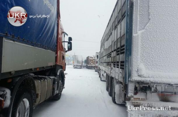 شلت حركة المركبات في كييف بسبب ثلوج العاصفة