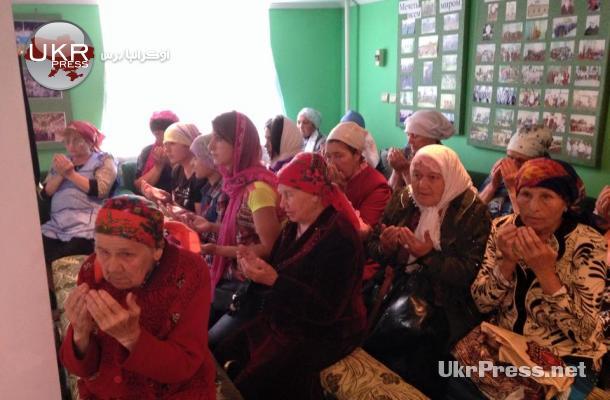 من زيارة لمسلمين في ضواحي مدينة لوهانسك التي يسيطر عليها الانفصاليون