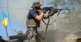 مقاتل أوكراني بشرق البلاد