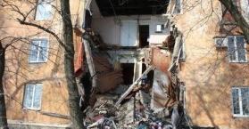 انهيار جدار مبنى سكني في مدينة ماكييفكا شرق أوكرانيا