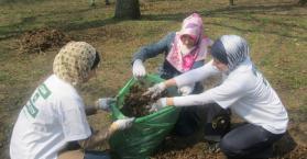 مسلمو أوكرانيا يشاركون في حملة وطنية لتنظيف الحدائق والشوارع
