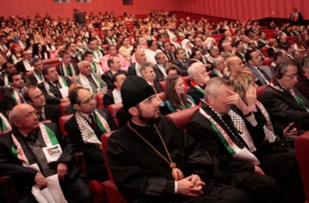 نحو 800 شخص حضور وشاركوا بإحياء اليوم التضامني