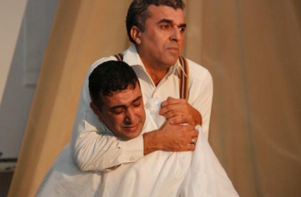 المسرحية جسدت جزءا كبيرا من صور ما تخلفه الحروب من فظائع